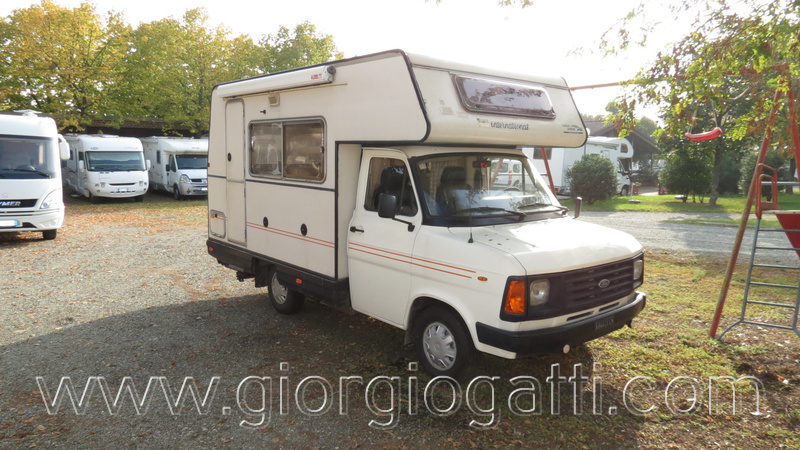 CI INTERNATIONAL International 530 camper vintage